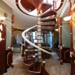 Лестница в номере suite-vip