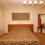 Кровать в номере lux-№412
