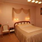 Кровать в номере lux-№413