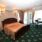 Кровать в номере suite-alladin