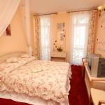 Кровать в номере suite-rahat-lokum